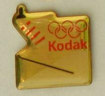 CC154 Pin's Albertville JO Olympic Games Jeux Olympiques KODAK SKI SAUT Achat Immediat - Photographie
