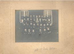 Photo Sur Carton - ON ( Marche En Famenne ) Classe De Garçons En 1918, école, Instituteur, élève, écolier,... (b253) - Lieux