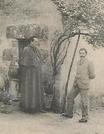 23 - Creuse - Monsieur Le Curé Et Un Paroissien Au Pied De L ' église De Vareilles Pres La Souterraine - France
