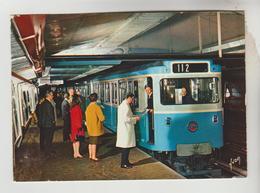 CPSM PARIS TRANSPORT METRO - Rame Sur Pneumatique En Station - Cartes Postales