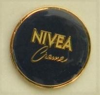 N412 Pin's Parfum Perfume Cosmétique NIVEA CREME Achat Immediat - Perfume