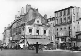 THIONVILLE - Place Du Marché - Agent De Police - Timbre Figaro - Thionville