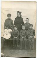 CPA Carte PHOTO Belle Famille ! ( 7 Enfants ) - Groupes D'enfants & Familles