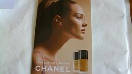 Carte Parfumée Echantillon  Chanel Fond De Teint - Perfume Cards