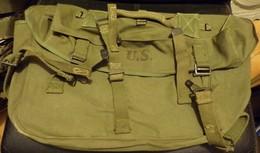 ARMEE AMERICAINE U.S: MUSETTE DE L'ARMEE AMERICAINE DE 1945 AFFECTE DANS L'ARMEE FRANCAISE AU SERVICE DE SANTE , UNE CRO - Uitrusting