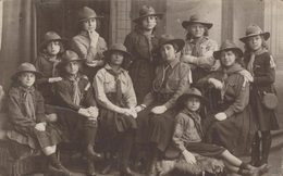 Carte-photo - Le Scoutisme - Groupe De Jeunes Femmes Scouts - 2 Scans - Scoutisme