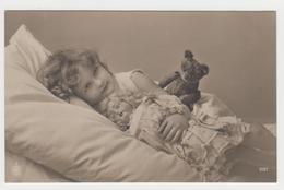 MF103 - Jolie Fillette - Little Girl - Maedchen Avec Poupée - Doll Et Ours En Peluche - Teddy Bear - Ritratti