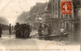 CPA Inondations De Paris (janvier 1910) Sauvetage Quai Des Tournelles - Inondations De 1910