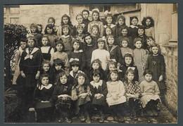 Photo Ancienne De Classe - Une école D'autrefois De Filles Toutes Avec Leurs Beaux Habits Du Dimanche Pour L'occasion - Fotos