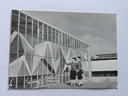 19A - Expo Universelle Bruxelles 1958 Epicarte Pavillon Industrie Britaniques British Industries Avec Hotesses - Expositions
