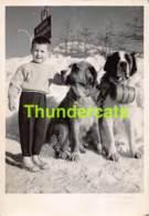 ANCIENNE PHOTO 1959 ARGENTAT 15 CM X 10 CM  MONTAGE BIANCHETTI SESTRIERE GARCON SKI SAINT BERNARD ST CHIEN BOY DOG - Orte