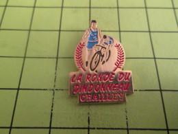 1515B  Pin's Pins / Beau Et Rare : THEME : SPORTS / CYCLISME LA RONDE DU DINDONNEAU CHAILLEY VELO - Cycling