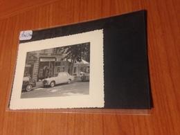 ANTIBES - Photo Voiture 403 ( 1956) Devant Parfumerie Et Hotel De Ville - Automobiles