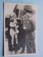 AANKOMST VLIEGVELD ( NEDERLAND / Holland ) Anno 1946 ( Zie Foto's ) Copyright Stevens ! - Familias Reales