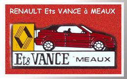 SUPER PIN'S RENAULT : Garage, Ets VANCE à MEAUX (Seine Et Marne), émail Base Noire Signé DACQ IND 1993  2,5X2,1cm - Renault