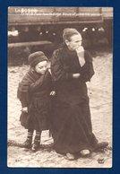 Guerre 1914-18.  Le Reste D'une Famille Belge, Aïeule Et Petite Fille Sans Abri. AHK, Paris - Guerre 1914-18