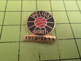 316B Pin's Pins / Beau Et Rare : THEME : SPORTS / BASKET-BALL CLUB HELIOS BASKET 1973-1993 - Alimentation