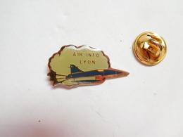 Beau Pin's , Aviation Avion , Armée De L'Air , Air Info , Lyon - Airplanes