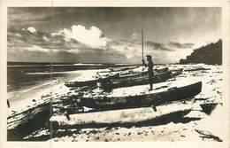 France -  Polynésie Française :  Tahiti  Pirogues Sur La Plage Canoés ( Carte Photo )  Réf 6685 - Polynésie Française