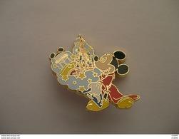 DISNEY MICKEY DISNEYLAND PARIS 2009  47mm X 41mm - Disney
