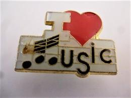 PINS  Musique I LOVE MUSIC J'aime La Musique COEUR / 33NAT - Música