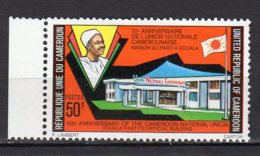Cameroun Yvert N° 605 Neuf Avec Charnière Maison Du Parti, à Douala Lot 2-503 - Cameroun (1960-...)