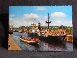 Germany Kiel Holtenauer Schleuse__(U-1247) - Bateaux