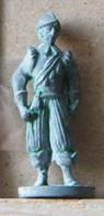 MONDOSORPRESA, (SLDN°47) KINDER FERRERO, SOLDATINI IN METALLO MOSCHETTIERI, E30 - 35MM - Figurines En Métal