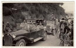 FOTOGRAFIA - CICLISMO - CORSA CICLISTICA - ANTEGUERRA - AUTOMOBILI AL SEGUITO - CARS - Vedi Retro - Ciclismo