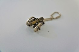 Vintage TOY GUN :  CANON GUN - L=3,5cm - Keychain 1960s - Keywords : Cap - Cork Gun - Rifle - Revolver - Pistol - Armes Neutralisées