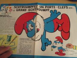 SPI2019 Issu De SPIROU 1975/76 / MISTER KIT Présente : DOUBLE PAGE A4 / PORTE-CLEFS GRAND SCHTROUMPF - Revues