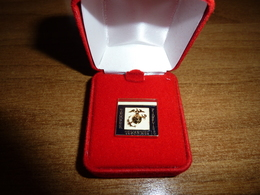 Pulce Occhiello 15 Anni Impiegato Civile US Marines - USMC Civilian Lapel Button 15 Years Service (166) - Copricapi