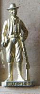 MONDOSORPRESA, (SLDN°61) KINDER FERRERO, SOLDATINI IN METALLO FAMOSI COWBOY SERIE 2 85/93 B. BILLY THE KID  DORATO - Figurines En Métal