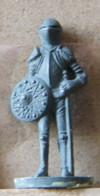 MONDOSORPRESA, (SLDN°65) KINDER FERRERO, SOLDATINI IN METALLO CAVALIERI 35 MM C15 - Figurines En Métal