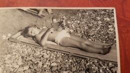 USSR. Little Girl At The Beach -  Semi Nude Naked Old Vintage Original Real Photo 1980s - Anonyme Personen