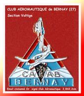 SUPER PIN'S AVIONS : CLUB AERONAUTIQUE De L'ARRONDISSEMENT De BERNAY (Eure) émail Cloisonné Base Or  2,8X2,2cm - Airplanes