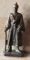 MONDOSORPRESA, (SLDN°74) KINDER FERRERO, SOLDATINI IN METALLO SAMURAI 1 GIAPPONESI 1600 - SCAME 40 MM BRUNITO - Metal Figurines