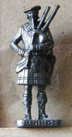 MONDOSORPRESA, (SLDN°83) KINDER FERRERO, SOLDATINI IN METALLO SCOZZESI 1743 RP1482 N°3 BRUNITO - Figurines En Métal