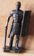 MONDOSORPRESA, (SLDN°101) KINDER FERRERO, SOLDATINI IN METALLO ROMANI 100/300 N° 4 SCAME BRUNITO - Figurines En Métal