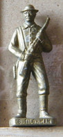 MONDOSORPRESA, (SLDN°102) KINDER FERRERO, SOLDATINI IN METALLO COWBOY 1° BILL TILGHMAN VECCHIO OTTONE BRUNITO - Metal Figurines
