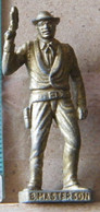 MONDOSORPRESA, (SLDN°103) KINDER FERRERO, SOLDATINI IN METALLO COWBOY 1° BAD MASTERSON VECCHIO OTTONE BRUNITO - Figurines En Métal