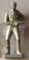 MONDOSORPRESA, (SLDN°104) KINDER FERRERO, SOLDATINI IN METALLO COWBOY 1° BOB DALTON VECCHIO OTTONE BRUNITO - Metal Figurines