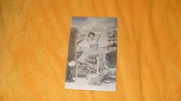 CARTE POSTALE ANCIENNE CIRCULEE DE 1904...SCENE POSE FEMME MAILLOT DE BAIN CACHETS + TIMBRE - Women