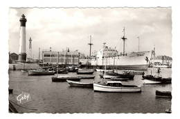 14 CALVADOS - OUISTREHAM RIVA BELLA Bateau Sortant De L'Ecluse Et Les Yachts - Ouistreham