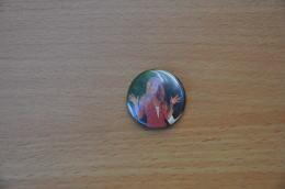 REF Y2  : Badge Ancien Epok 1980 Punk Pop Hard Rock Pin's Dalida - Música