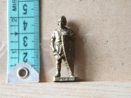MONDOSORPRESA, (SLDN°110) KINDER FERRERO, SOLDATINI IN METALLO UNNI 3 K95 N109 - Metal Figurines