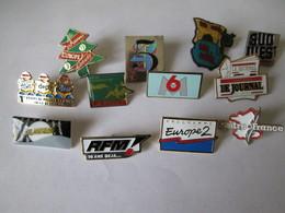 PIN'S   Lot  12  Medias - Medias