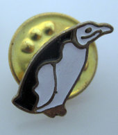PINGUINO PENGUIN PIN SPILLA - Badges