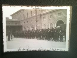 Photo - Bologne, Les Carabiniers Débarquant De La Gare, 1934 - Luoghi