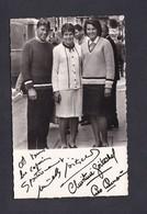 Carte Photo Autographe Signature  Veritable Marielle Et Christine Goitschel Et Skieur Homme à Identifier Ski - Sports D'hiver